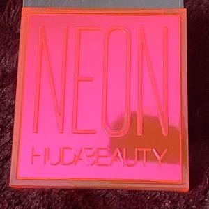 Huda neon pink obsessions